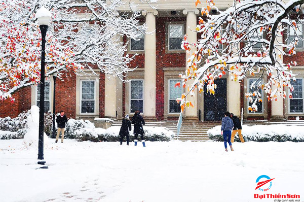 Mùa đông tuyết đến phủ trắng tại trườngUniversity of Dayton
